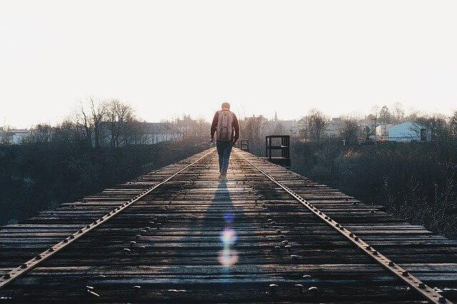 train-tracks-1081672_640.jfif